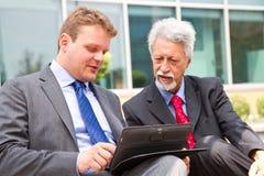 Dois homens de negócio Imagens de Stock Royalty Free