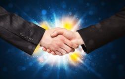 Dois homens de negócio que agitam as mãos Imagem de Stock