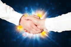 Dois homens de negócio que agitam as mãos Foto de Stock