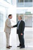 Dois homens de negócio que agitam as mãos Foto de Stock Royalty Free