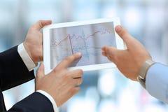 Dois homens de negócios novos que usam o touchpad Fotografia de Stock Royalty Free