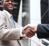Dois homens de negócios que agitam as mãos Fotos de Stock Royalty Free