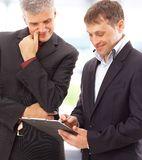 Dois homens de negócios que discutem imagem de stock