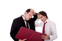 Dois homens de negócios que falam sobre o trabalho, tired, preocupado foto de stock