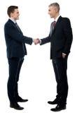 Dois homens de negócios têm um acordo fotografia de stock