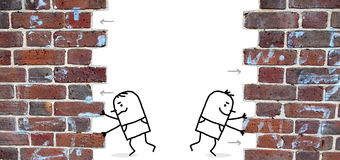 Dois homens dos desenhos animados que empurram e abrem uma parede Fotografia de Stock