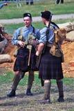 Dois homens em kilts escoceses Primeiro reenactment da batalha da guerra mundial foto de stock royalty free