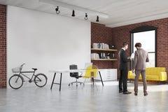 Dois homens em um começo acima do escritório Imagens de Stock Royalty Free