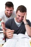 Dois homens novos que estudam junto Fotos de Stock Royalty Free