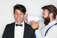 Dois homens que têm o divertimento com altifalante Foto de Stock