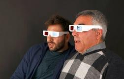 Dois homens que vestem os vidros 3d Foto de Stock Royalty Free