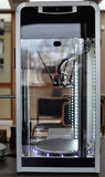 Dois impressora do filamento 3D que espera uma tarefa nova Tecnologia nova da impressão Fotos de Stock Royalty Free