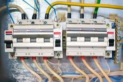 Dois interruptores trifásicos elétricos conectados por fios em um fundo do metal fotografia de stock royalty free