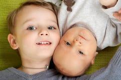 Dois irmãos. Fotos de Stock