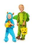 Dois irmãos em trajes do monstro em Dia das Bruxas Foto de Stock Royalty Free