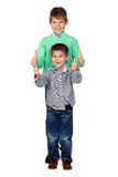 Dois irmãos engraçados que dizem está bem Imagens de Stock Royalty Free