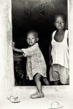 Dois irmãos pequenos em Ghana junto Fotos de Stock
