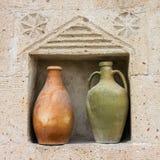 Dois jarros velhos cerâmicos, Turquia foto de stock royalty free