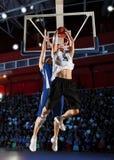 Dois jogadores de basquetebol na ação Fotografia de Stock