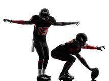 Dois jogadores de futebol americano na silhueta da luta Imagens de Stock Royalty Free