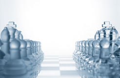 Dois jogos dos exércitos de vidro da xadrez fotos de stock royalty free