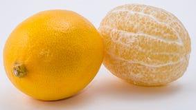 Dois limões no fundo branco Fotos de Stock Royalty Free