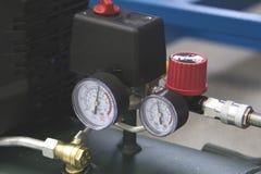Dois manômetros no dispositivo industrial na fábrica Fotografia de Stock