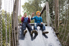 Dois meninos no campo de jogos Fotos de Stock