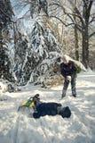 Dois meninos que montam no trenó no inverno Fotos de Stock Royalty Free