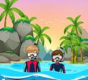 Dois mergulhadores no beira-mar Fotografia de Stock