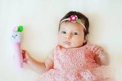Dois meses de bebê bonito com chocalho Imagem de Stock