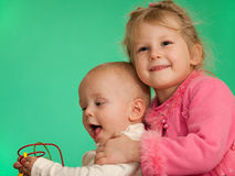 Dois miúdos de jogo de sorriso Fotografia de Stock Royalty Free