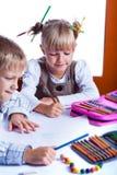 Dois miúdos desenhando fotos de stock royalty free
