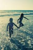 Dois miúdos felizes Foto de Stock