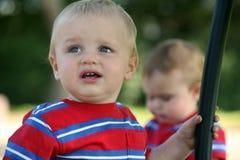 Dois miúdos tristes foto de stock royalty free
