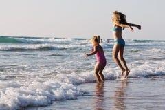 Dois miúdos felizes Fotografia de Stock