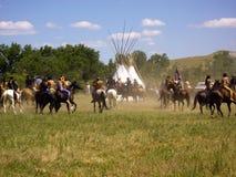 Dois mundos encontram-se na batalha da Re-promulgação do Little Bighorn fotografia de stock