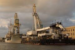 Dois navios na baía de Sevastopol, o inscription-Sevastopol-1, Sayan imagem de stock