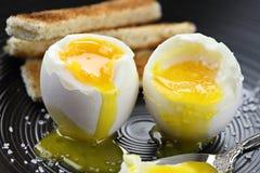 Dois ovos cozidos macios Fotografia de Stock Royalty Free