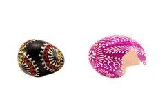 Dois ovos da páscoa quebrados isolados no branco Imagens de Stock Royalty Free