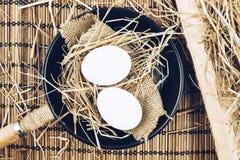 Dois ovos inteiros em uma frigideira do ferro fundido Fotos de Stock Royalty Free