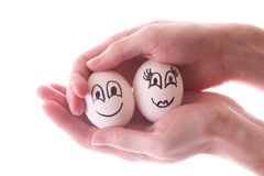 Dois ovos nas mãos isoladas Imagens de Stock