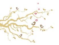 Dois pássaros do amor em ramos de árvore dourados Imagem de Stock Royalty Free