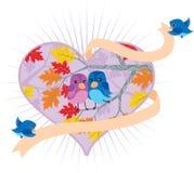 Pássaros do amor em um coração Fotos de Stock Royalty Free