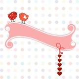 Dois pássaros doces com corações e bandeira Fotos de Stock