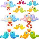 Dois pássaros pequenos no amor Datando o ícone ou o presente virtual Foto de Stock Royalty Free
