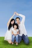 Dois pais que formam o símbolo da segurança Fotografia de Stock Royalty Free