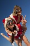 Dois Papai Noel feliz que tem o divertimento fotografia de stock royalty free