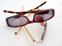 Dois pares de óculos de sol imagem de stock