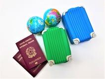Dois passaportes europeus italianos fotografia de stock